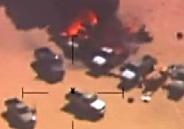 """القوات الجوية تحبط محاولة للتهريب بـ """"سيوة"""" ..وتدمر 8 عربات دفع رباعي"""