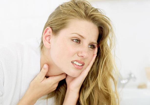 ما الفرق بين التهاب الحلق والتهاب اللوزتين؟