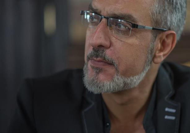 """بالفيديو- فراس سعيد مستشرق يعتنق الإسلام في """"الدولي"""" و""""نصاب"""" مع مصطفى شعبان"""