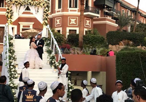 زفة نوبية وصُحبة فنية داخل حفل زفاف عمرو يوسف وكندة علوش