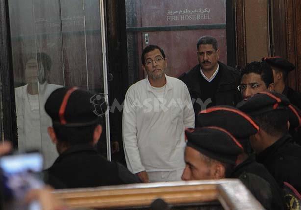 بالفيديو - في الظهور الأول له أمام المحكمة.. ماذا قال مستشار ''مرسي'' الاقتصادي؟