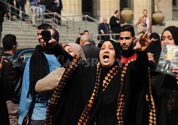 بالصور .. فرحة عارمة لأهالي لشهداء مذبحة بورسعيد عقب تأييد إعدام المتهمين