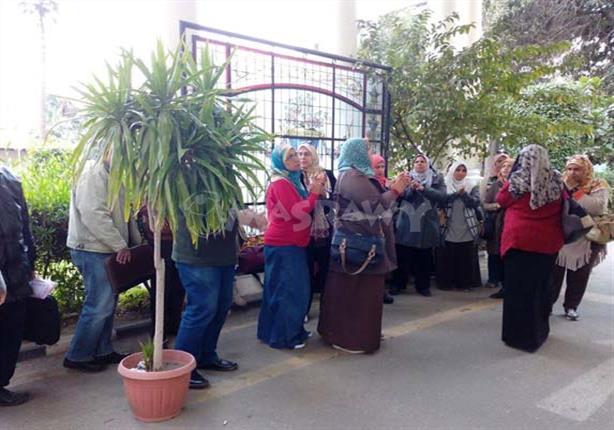 المظاهرات تلاحق وزير التعليم: منتدبو المراكز الاستكشافية يحتجون داخل الديوان (صور)