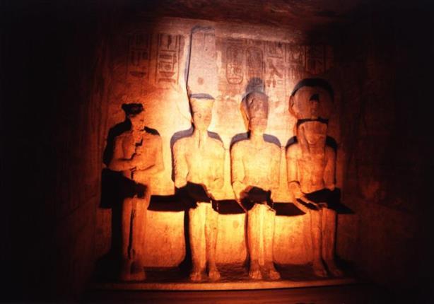 """تعامد الشمس على معبد رمسيس الثاني بـ """"أبو سمبل"""" في أسوان"""