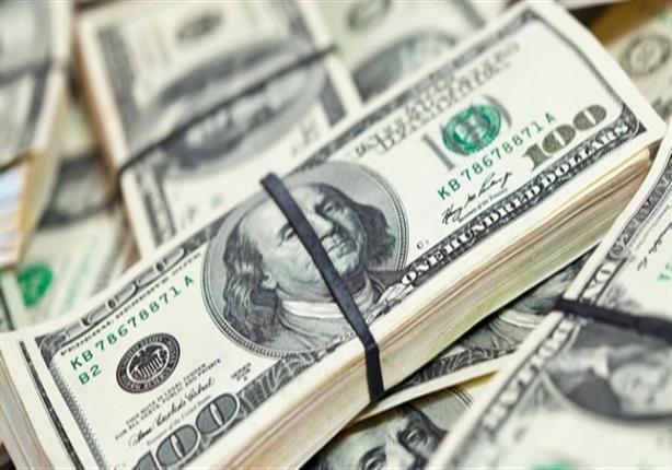 الدولار يواصل ارتفاعه في السوق السوداء ويوسع الفارق عن سعره بالب