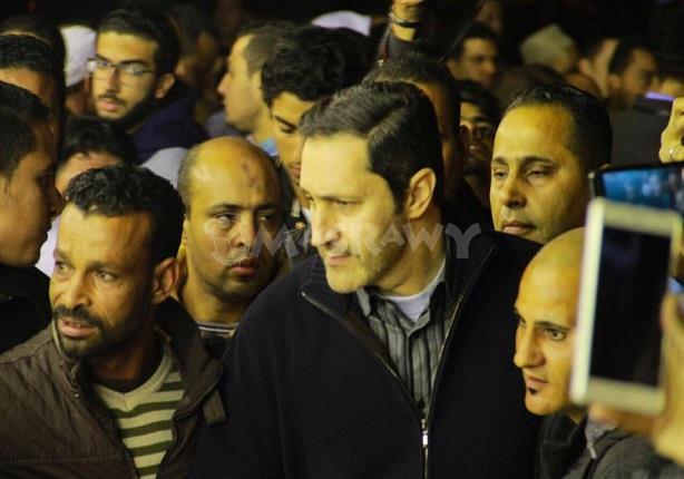 بالصور- علاء مبارك يشارك في عزاء والد أبو تريكة
