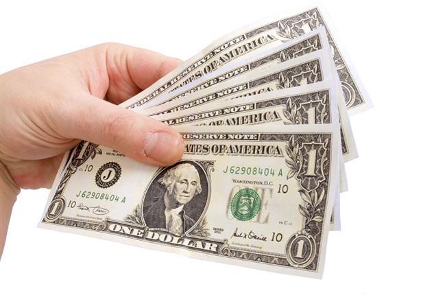 لماذا تراجع سعر الدولار أمام الجنيه خلال آخر أسبوع.. وهل يواصل ا