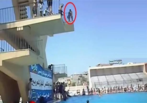 الإبراشي يعرض لحظة سقوط  غريق ستاد القاهرة  في حمام السباحة - في
