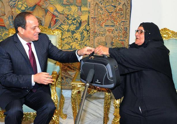 """السيدة سبيلة تكشف سبب تبرعها لـ """"تحيا مصر"""" ورأيها في فترة حكم """"مرسي"""""""