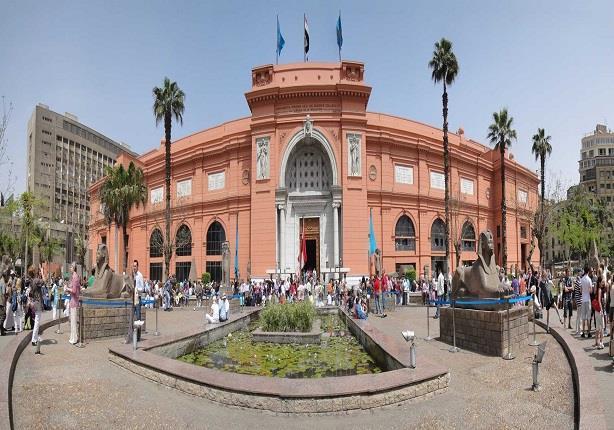 بالصور- كيف رأى زوار المتحف المصري تمثاليّ المطرية ؟