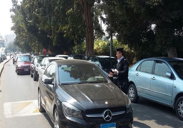 حملات مرورية بالزمالك لتحقيق الانضباط والسيولة أمام السيارات