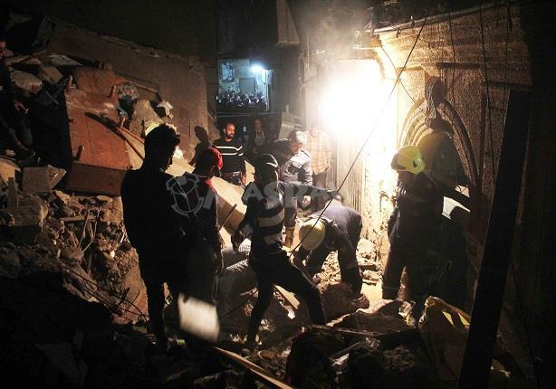 """""""عم حسين"""" من تحت أنقاض عقارات بولاق أبوالعلا عبر الهاتف: """"أنا كويس"""""""