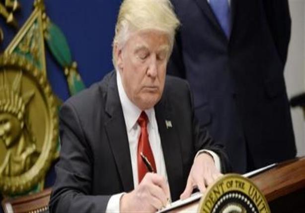 الحكومة الأمريكية تدافع عن أمر ترامب التنفيذي بشأن حظر سفر مواطني 6 دول