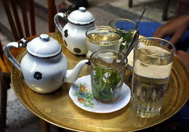 """ماذا سيحدث لجسمك إذا """"حبست"""" بالشاي بعد الرنجة والفسيخ؟"""