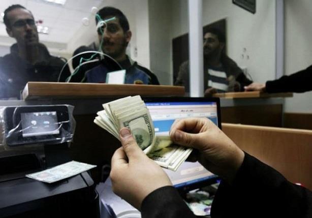 الدولار يستقر بالبنوك مساء اليوم وأبوظبي يرفع سعر الشراء