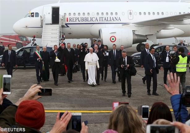 بابا الفاتيكان يصل القاهرة في زيارة تاريخية