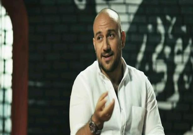 بالفيديو - أحمد مكي يكشف عن لغة جديدة كان يتحدث بها قبل الشهرة