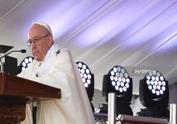 صورة اليوم - بابا الفاتيكان والقُداس التاريخي.. نَظرة عن قُرب لمُحبيه