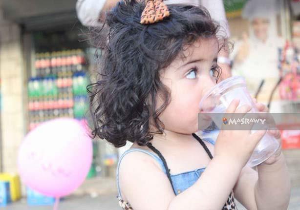 إضراب فلسطين في صورة.. طفلة تتحدى الاحتلال بالماء والملح