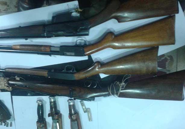 بالصور- ضبط أسلحة وذخائر داخل طرد بمطار القاهرة قبل شحنه لفرنسا