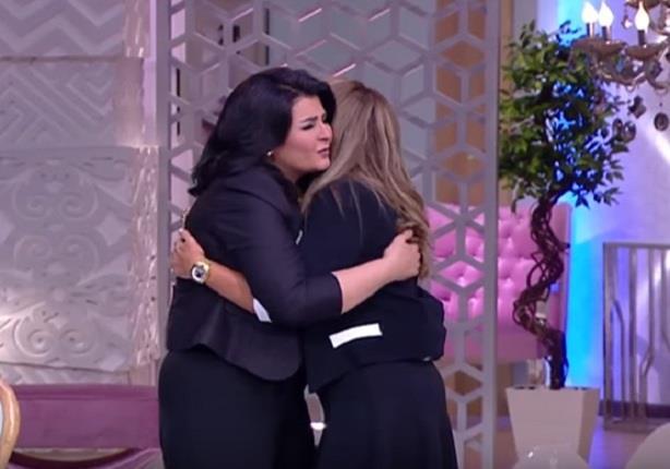 شافكي المنيري تنهار من البكاء لحظة دخولها استوديو برنامج منى الش