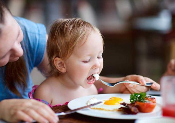 كم بيضة يتعين على طفلك تناولها يومياً؟