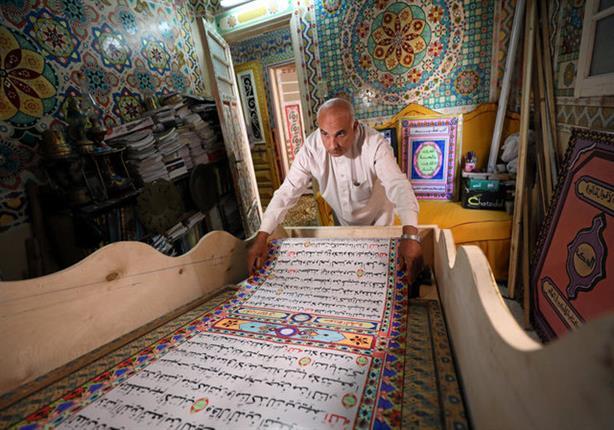 بالصور: مصري يسعى لدخول موسوعة جينيس بمصحف طوله 700 متر
