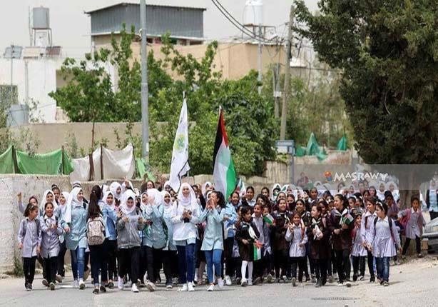 بالصور-في فلسطين.. طالبات تظاهرت بـ
