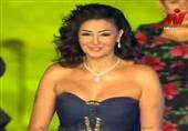 غادة عبد الرازق تقدم جائزة الهرم الفضي في حفل ختام القاهرة السينمائي