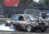بالفيديو.. محرك سيارة يقفز من مكانه أثناء عرض درفت