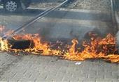 مجهولون يشعلون النيران بإطارات السيارات على قضبان السكة الحديد بالشرقية