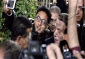 """""""سيلفي"""" يضع عادل إمام في موقف محرج أثناء عزاء نادر جلال"""