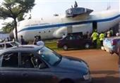 طائرة عملاقة تتجول في شوارع الجابون