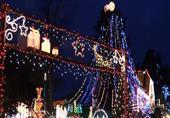 منزل مضاء بـ 450 ألف مصباح للاحتفال بعيد الميلاد