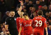 بطاقة حمراء للاعب ليفربول ''بوريني'' بعد تدخل عنيف ضد كازورلا