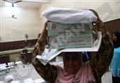 بالصور.. أوراق الانتخابات الرئاسية على رؤوس السيدات