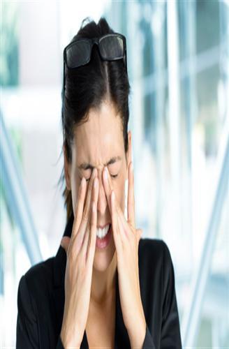 التوتر العصبي قد يؤذي العين