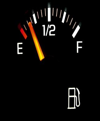 لماذا يفضل عدم ملئ خزان الوقود الي اخره في الصيف