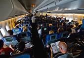 ركاب طائرة برازيلية يفتحون أبواب الطوارئ لارتفاع درجة الحرارة داخلها