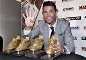 """بالصور- """"الاستثنائي"""" رونالدو يتسلم جائزة الحذاء الذهبي للمرة الرابعة"""