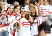 أحمد مرتضي منصور يقود مشجعي الزمالك بالمدرجات