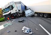 بالفيديو.. شاحنة ثقيلة تدهس أحد المارة دون أن تصيبه بـ