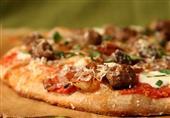 طبق اليوم: البيتزا بكرات اللحم