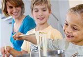 حوادث الأطفال المنزلية خطيرة.. فكيف نتجنبها؟