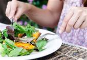 10 أخطاء تتوارثها الأجيال عن الطعام