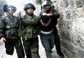 قوات الاحتلال تعتقل 5 فلسطينيين وتصيب 4 بينم طفلان بالضفة الغربية