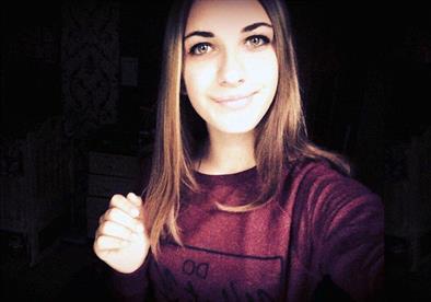 من هي الفتاة التي جلست على القنبلة بالطائرة الروسية المنكوبة؟