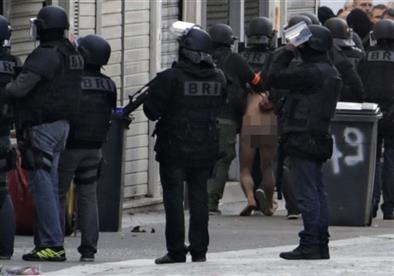 """مصادر بالشرطة الفرنسية: السرقة سبب احتجاز مُسلحين لرهائن """"روبيه"""""""