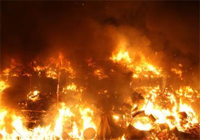 مصدر أمني: حريق هائل بجراج بالمطرية وتفحم 8 اتوبيسات نقل جماعي