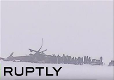 اللقطات الأولى للطائرة الروسية على جليد نهر ينسي الروسي